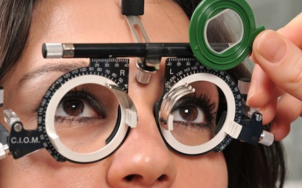 Чтобы не развились осложнения, нужно регулярно посещать окулиста