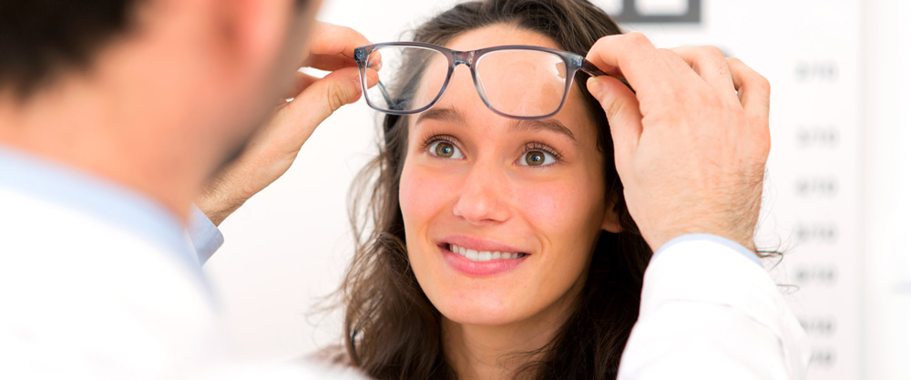 Избавиться от очков навсегда можно с помощью микрохирургии глаза