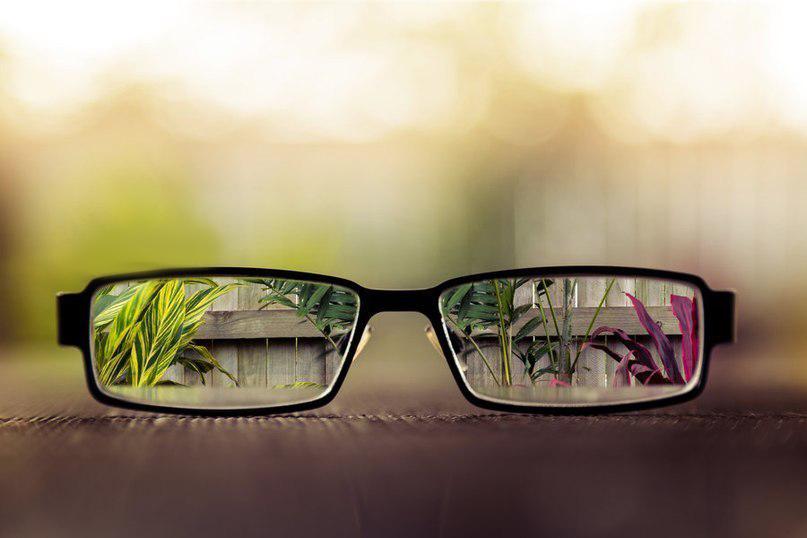Очки - безопасны, но малоэффективный вид коррекции