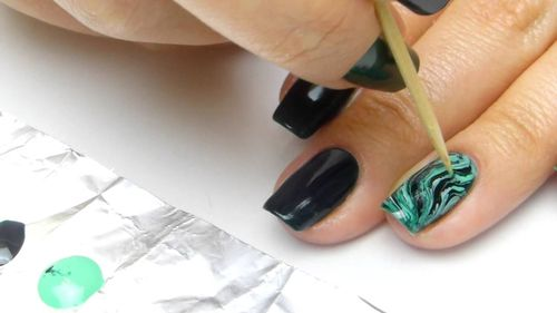 Мастер-класс по мраморному маникюру ногтей