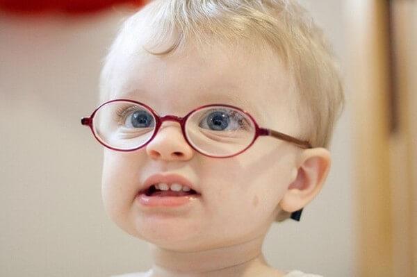 Очки подходят для лечения малышей