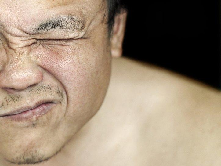 Травматический кератит глаза: виды, симптомы, осложнения