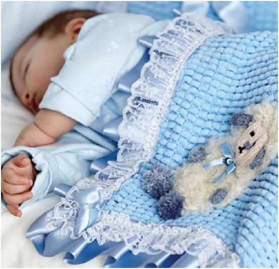 Вязаный плед для новорожденного с фланелевой пеленкой