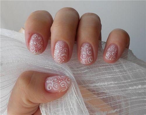 Нежное оформление ногтей