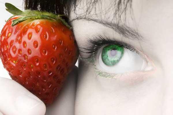 Польза клубники для зрения