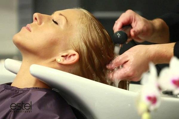 как проводится процедура экранирования волос набором Эстель