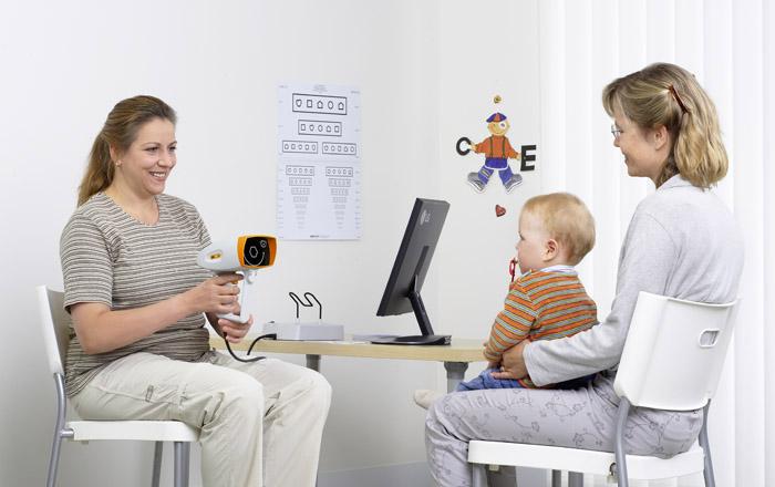 Регулярное обследование у окулиста позволит определить болезнь на ранних стадиях