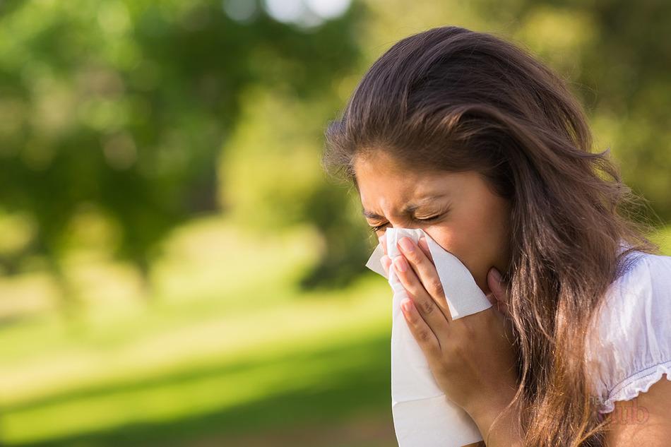 Почему чешутся глаза: возможные болезни, методы лечения, приметы