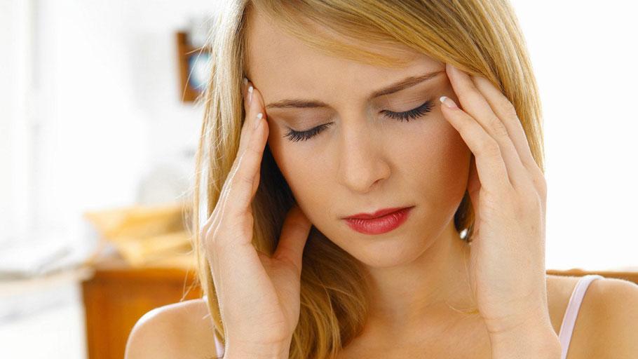 Болит глаз и голова с одной стороны: причины боли и способы устранения