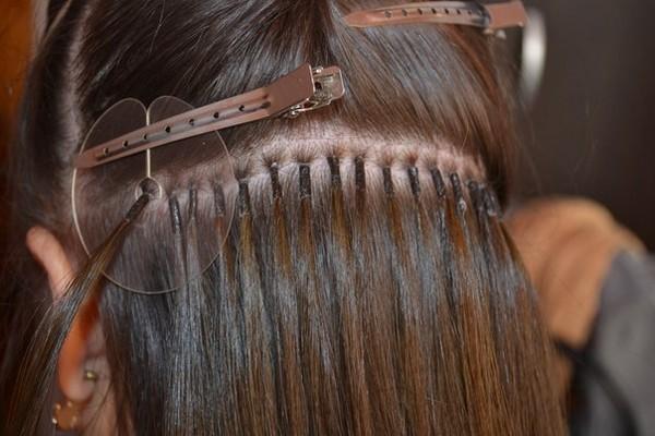 сколько стоит наращивание волос в современных реалиях