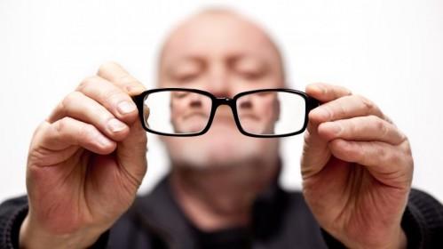 В зрелом возрасте лучше отказаться от лазерной коррекции