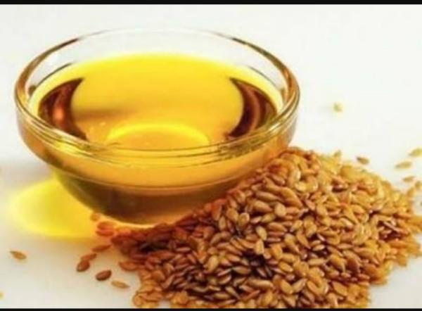 Чашка с маслом и льняное семя