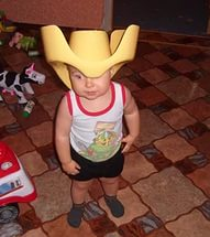 горшок у ребёнка на голове