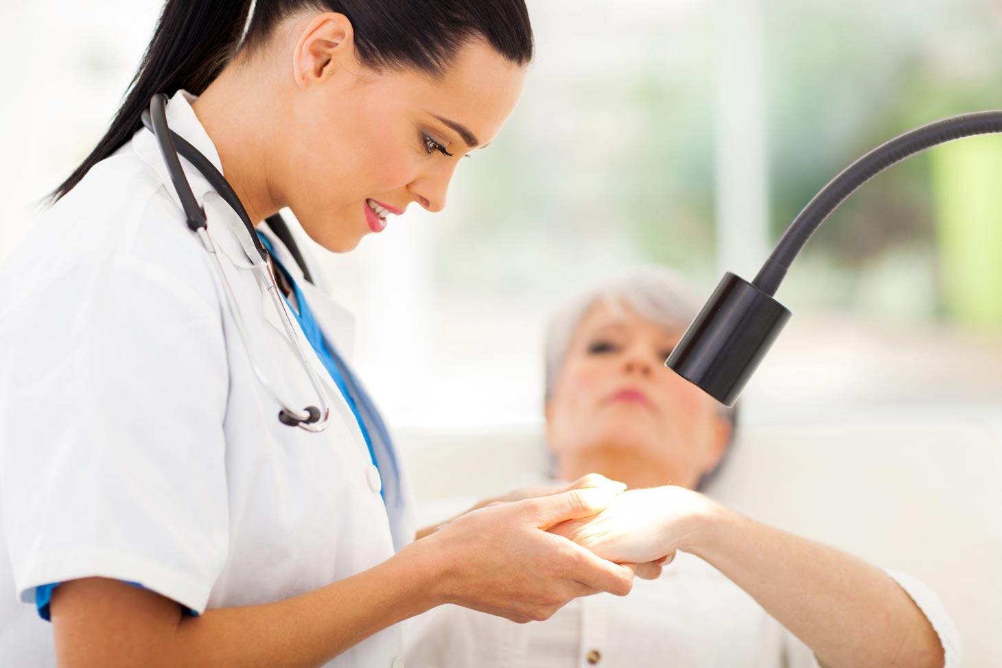 Красные пятна на теле: причины и лечение