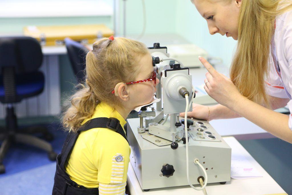 Аппаратная терапия помогает бороться с глазными недугами