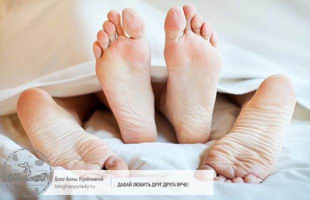 ноги-торчат-из-под-одеяла