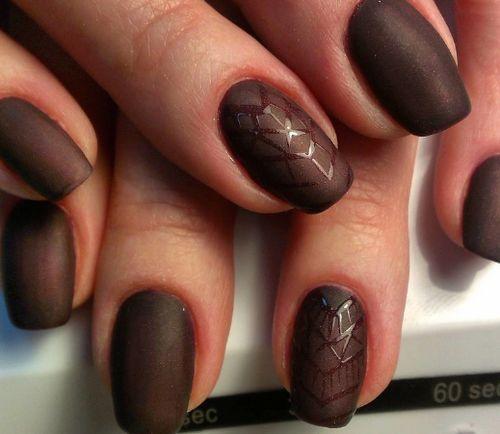 Тёмный коричневый матовый гель-лак.