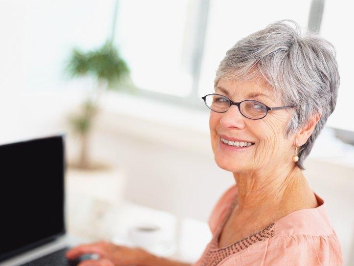 Для пожилых пациентов очки - безопасный метод коррекции