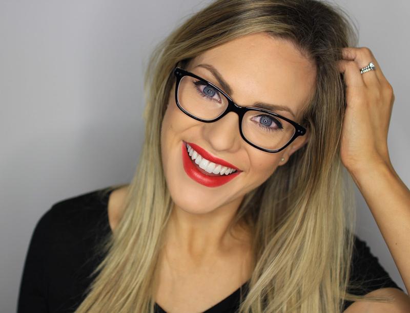 Пользоваться косметикой и носить очки - реально