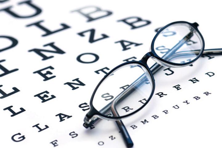Астигматизм на начальной стадии корректируется очками