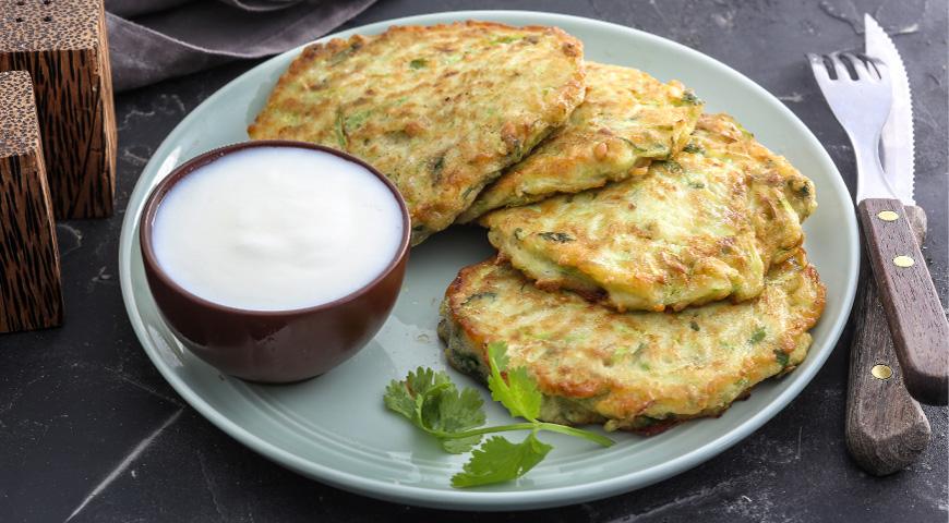 Простые и быстрые рецепты оладий из кабачков