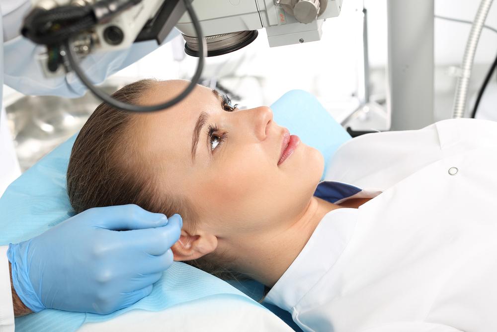 Терапию лазером проводят только взрослым пациентам