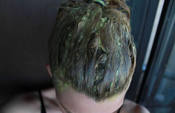 Маска из авокадо на волосах