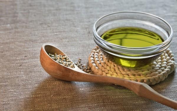 Конопляное масло и зёрна