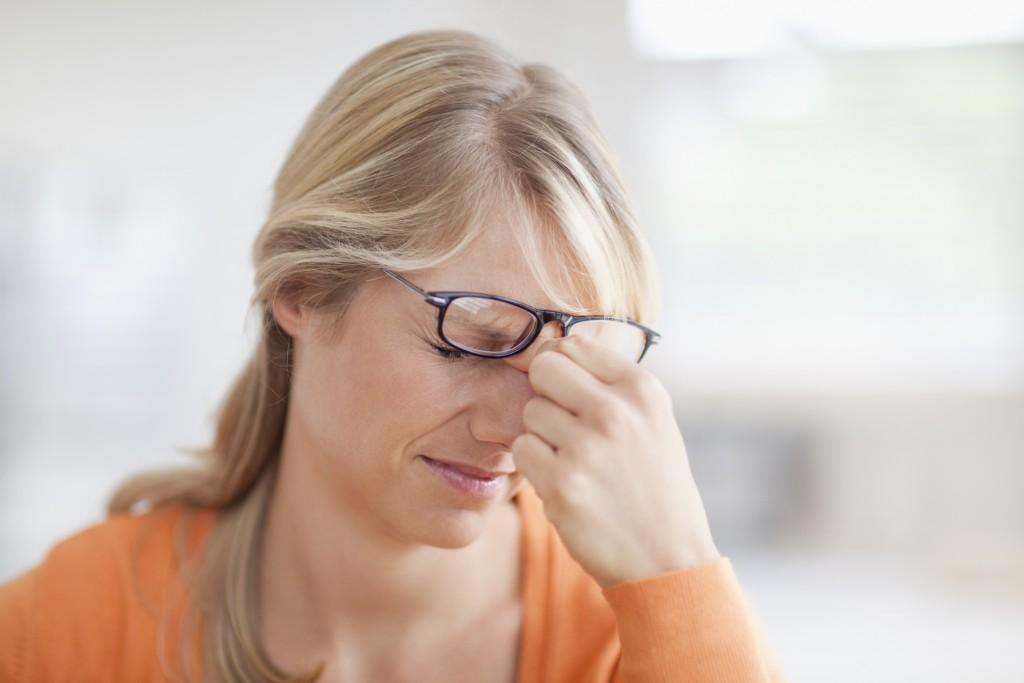 Запущенная стадия болезни провоцирует возникновение частых головных болей