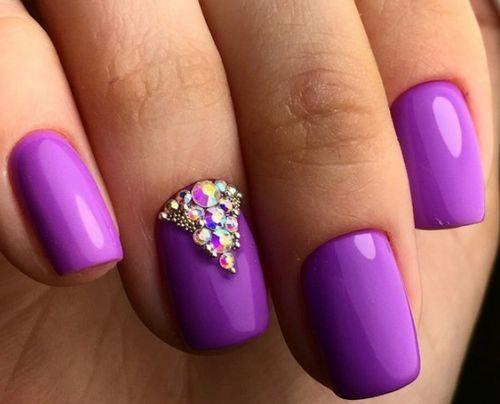 Гель лак светло-фиолетовый со стразами