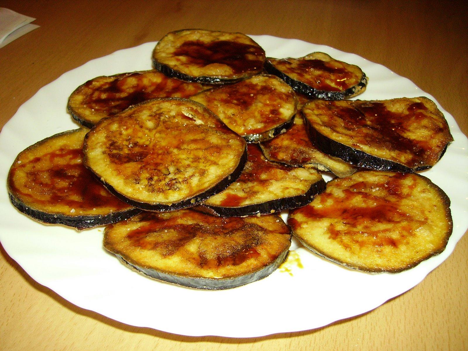 Баклажаны с грецкими орехами по-грузински
