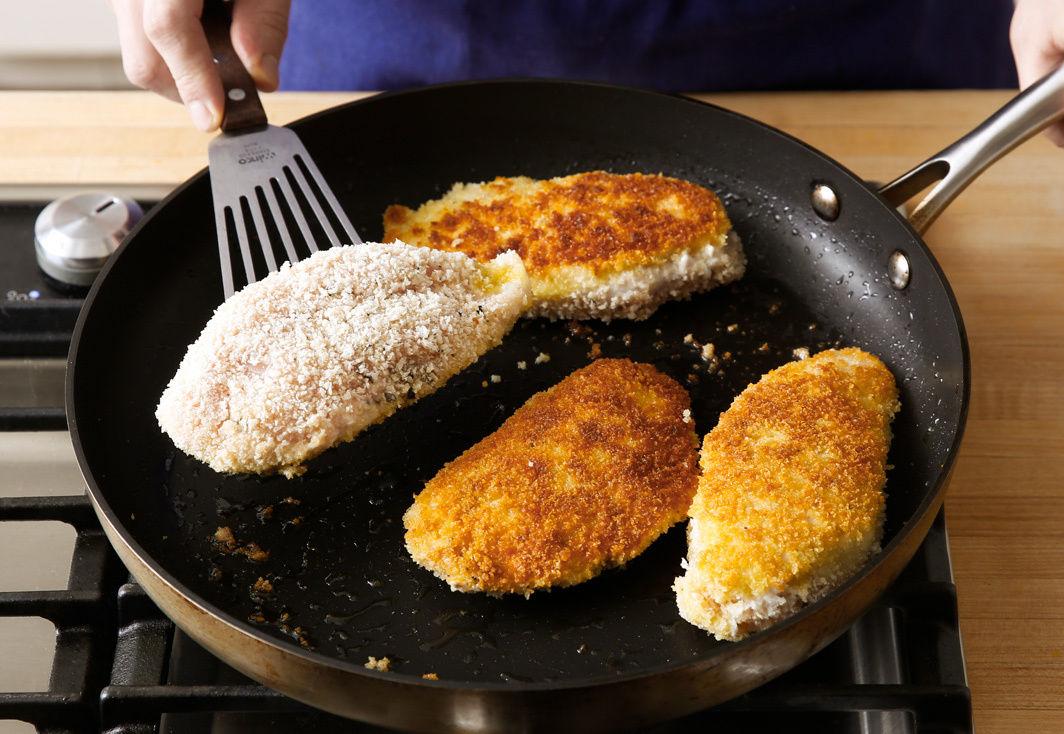 Нежные котлеты из куриного фарша на сковороде: простые рецепты
