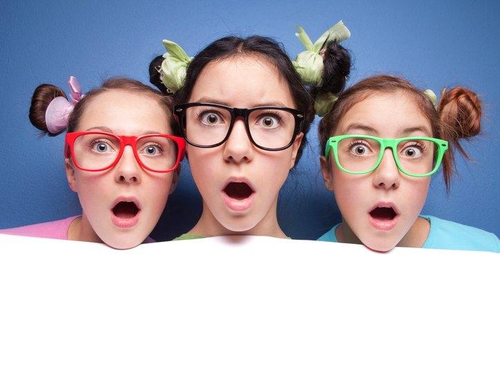 В подростковом возрасте могут назначить коррекцию линзами