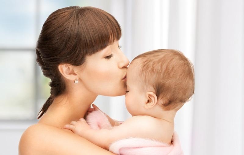Здоровая мама с младенцем