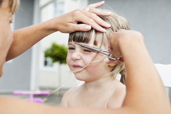 причины выпадения волос у ребенка 7 лет