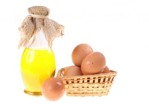 Маска с яйцом и маслом