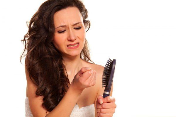 первые причины выпадения волос у женщин