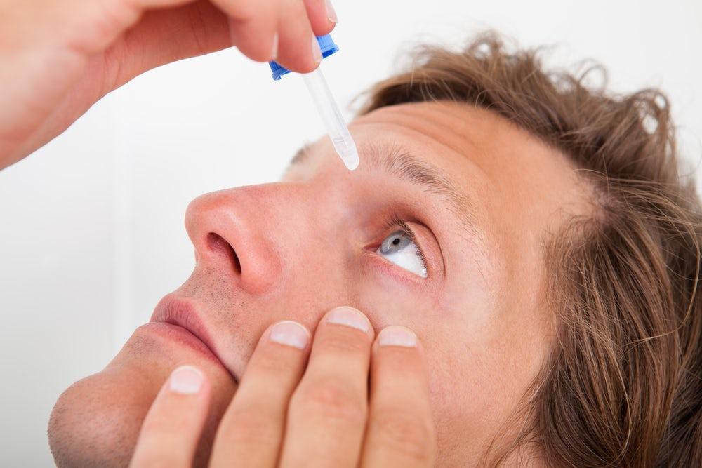Капли при ношении контактных линз: какие лучше?