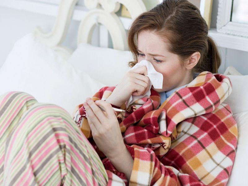 Болят глаза и голова при простуде: что делать?