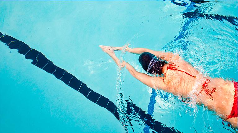 Вода - универсальная среда для тренировок при плохом зрении вдаль
