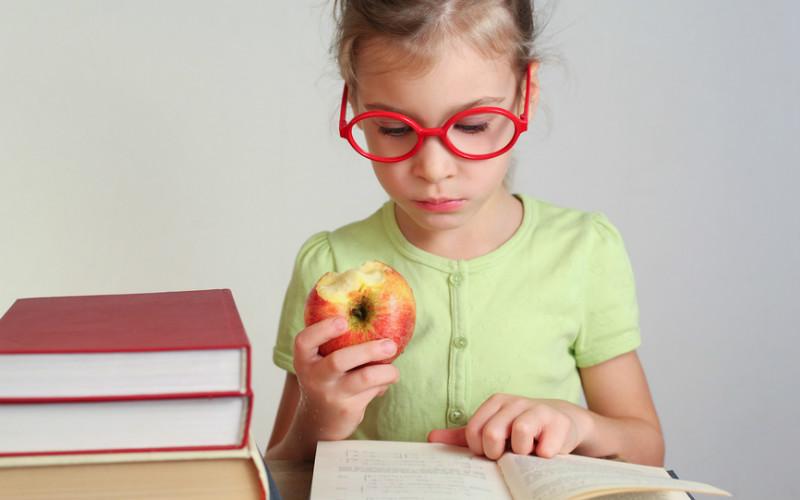 Коррекция детского астигматизма осуществляется очками